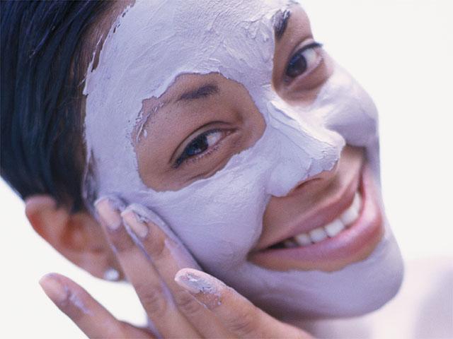 Когда правильно наносить маску на лицо